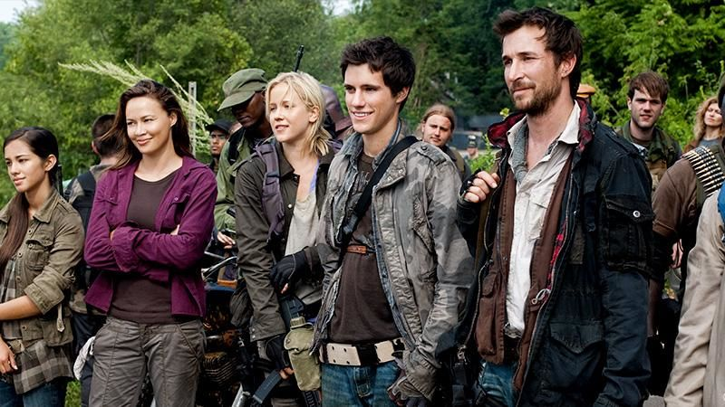 Falling Skies S1E1 Live and Learn